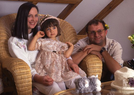 Childhood-Picture-of-Maria-Sobocinska-with-her-parents