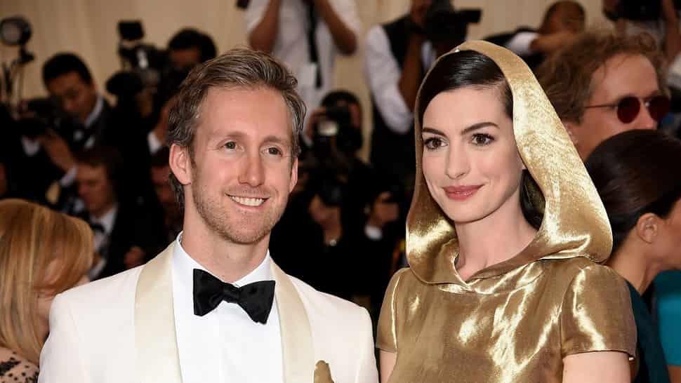 Adam-Shulman-with-his-wife-Anna-Hathaway